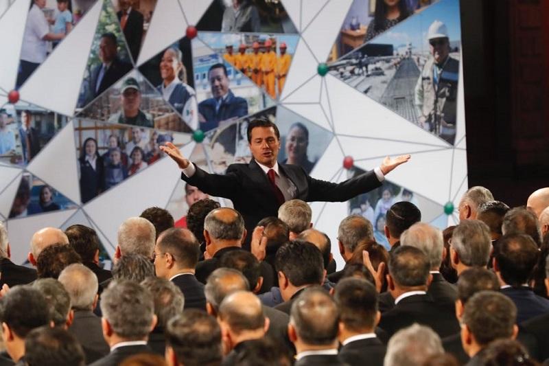 """En el Patio Central de Palacio Nacional, apuntó que al inicio de su sexto y último año al frente de la Presidencia de la República, """"comienza la etapa de consolidación de las transformaciones que emprendió este gobierno para sentar las bases de un mejor futuro para México"""""""