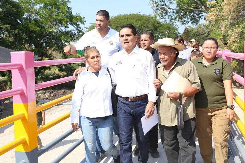 La meta, dijo el mandatario michoacano, es involucrar a la sociedad civil y reconstruir el tejido social, ya que el básquetbol es un deporte en el que participa la familia