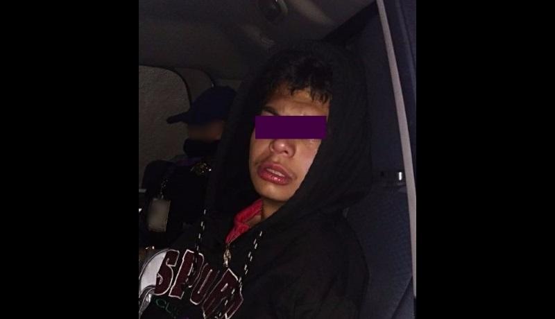 El detenido fue identificado como Luis R., quien al acercarse los uniformados, trato de oponer resistencia e intentar agredirlos, encontrándose entre su ropa un arma de fuego