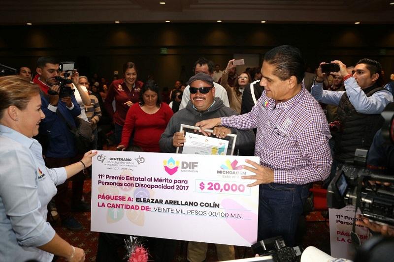 Aureoles Conejo puso en marcha el programa Yo Sí Respeto, para garantizar el derecho de las personas con discapacidad a transitar libremente en los espacios públicos