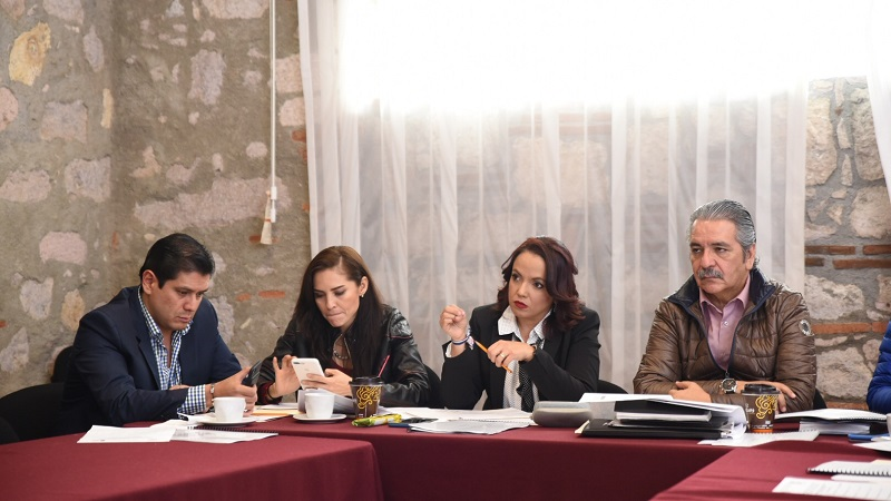 Villanueva Cano aseguró que en próximos días estarán evaluando cada una de las exposiciones, a fin de tomar una decisión consensada que permita al Instituto Michoacano, contar con el perfil mejor calificado y que verdaderamente abone a la unidad y al progreso de dicho instituto