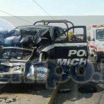 Elementos de la Policía Federal se hicieron cargo de realizar el peritaje del accidente para deslindar responsabilidad, trasladando ambas unidades a un corralón oficial