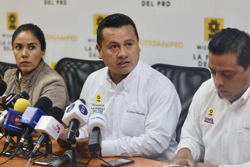 """""""En Michoacán hay muchas cosas por hacer, sin duda se requiere estabilidad y la determinación del Gobernador Silvano Aureoles servirá para consolidar la propuesta de gobierno que hizo"""", expresó Carlos Torres Piña"""