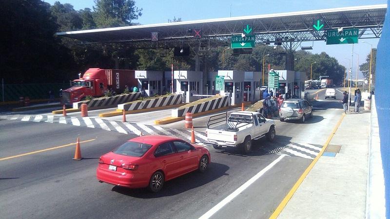 Extraoficialmente se dijo que la toma fue en exigencia del pago de becas por parte del Gobierno de Michoacán