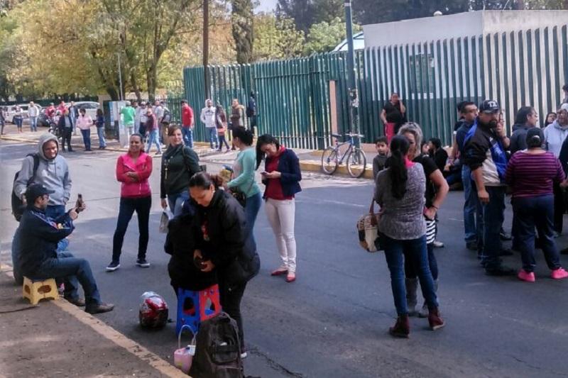 Además, demandan la entrega de despensas completas, la renuncia del rector Medardo Serna González y que se rechace la propuesta de reformar el régimen de jubilaciones y pensiones de la UMSNH