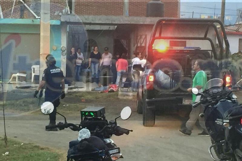 En cuestión de minutos arribaron elementos de la Policía Michoacán, Federal y Ministerial, los cuales realizaron un fuerte operativo en la zona para tratar de dar con los agresores, pero sin resultados positivos