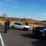 Al momento se han asegurado cuatro vehículos con reporte de robo, envoltorios con sustancia granulosa con las características propias a la droga conocida como cristal y tres personas fueron remitidas al Ministerio Público