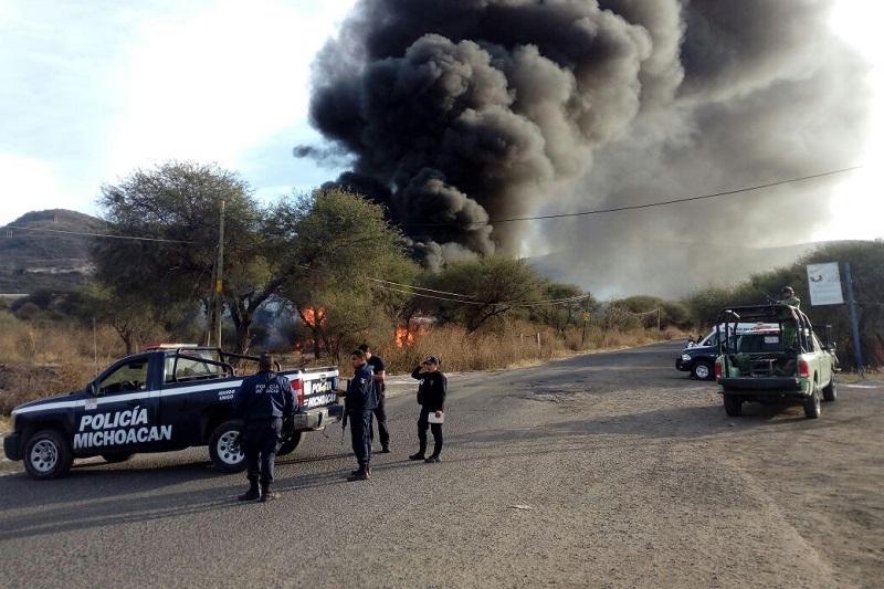 En el lugar quedaron calcinados dos vehículos en los cuales se estaba realizando el transvase del hidrocarburo