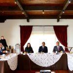 En ese marco, el mandatario michoacano reiteró su disposición para mantener una política de dialogo permanente y atender juntos los problemas y retos que presenta la entidad