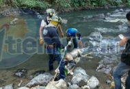 El hallazgo se registró cuando personas que caminaban por dicho río se percataron que un cuerpo estaba flotando y atorado entre unas piedras, por lo que solicitaron apoyo a la línea de emergencias