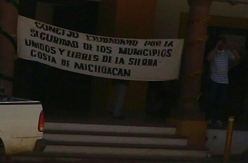 Según los manifestantes, la reforma legal da poder discrecional al presidente de la República para el uso del Ejército Mexicano y criminaliza la protesta social