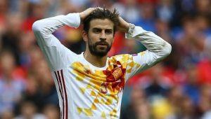 La advertencia de la FIFA metería en problemas al gobierno español que había dicho que los movimientos se debían, de acuerdo con un comunicado emitido por la Federación Española, a un deseo de iniciar la regeneración de la Federación que está bajo sospecha luego de la ''operación Soule''.