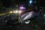 Elementos de la Policía Michoacán se hicieron cargo de realizar el peritaje del accidente y retirar la unidad siniestrada a un corralón, quedando requerido el conductor de la unidad