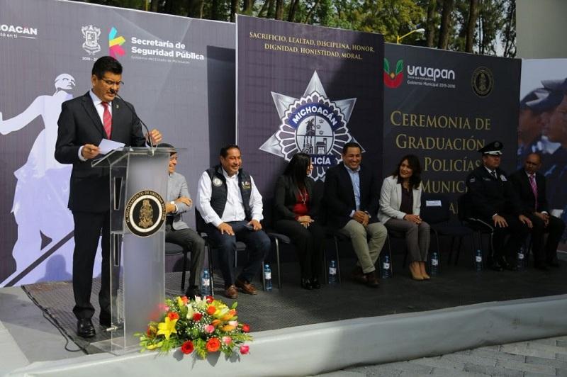 Al encabezar la Ceremonia de Graduación Policías Municipales Uruapan, el titular de la SSP, Juan Bernardo Corona, invitó a los nuevos elementos de la Policía Michoacán a garantizar el estado de derecho y la tranquilidad de la ciudadanía
