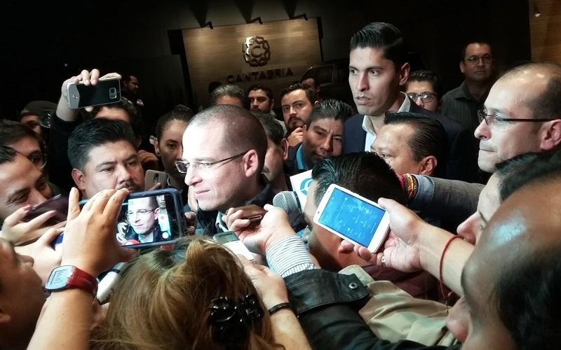Anaya Cortés  expuso su proyecto ante más de 1 mil 200 personas, entre ellas los dirigentes y liderazgos estatales del PAN, del PRD y de Movimiento Ciudadano (FOTO: ALEJANDRA ORTEGA)