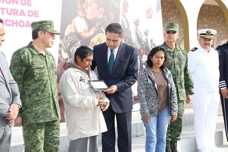 A cada una de las familias de los dos militares fallecidos y del tercero que resultó con un grado de incapacidad por lesión sufrida en cumplimiento de su deber, les fue otorgado un millón de pesos