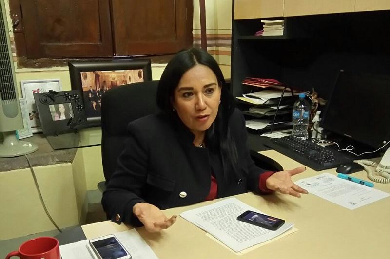 Lázaro Medina expuso que, al aprobar dicha deuda por 15 años se comprometen los recursos de cinco administraciones, lo cual calificó de irresponsable