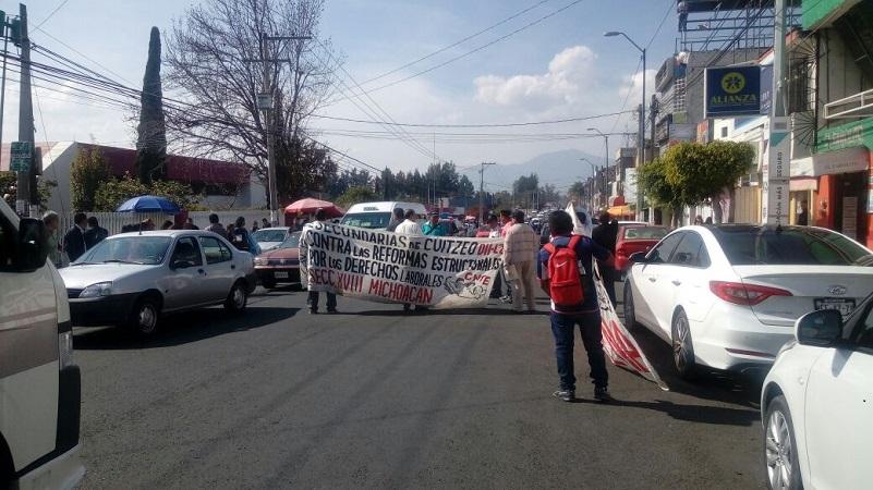 Los manifestantes se quejaron por los pagos de bonos pendientes, así como por el descuento del Impuesto Sobre la Renta (ISR) que por primera vez les hicieron en sus aguinaldos