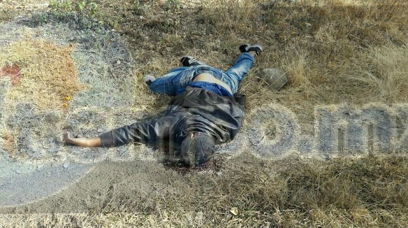 Al lugar se trasladaron unidades de la Policía Michoacán, así como personal de del Protección Civil, los cuales confirmaron que ambos cuerpos presentaba heridas por arma de fuego y se encontraban sin vida