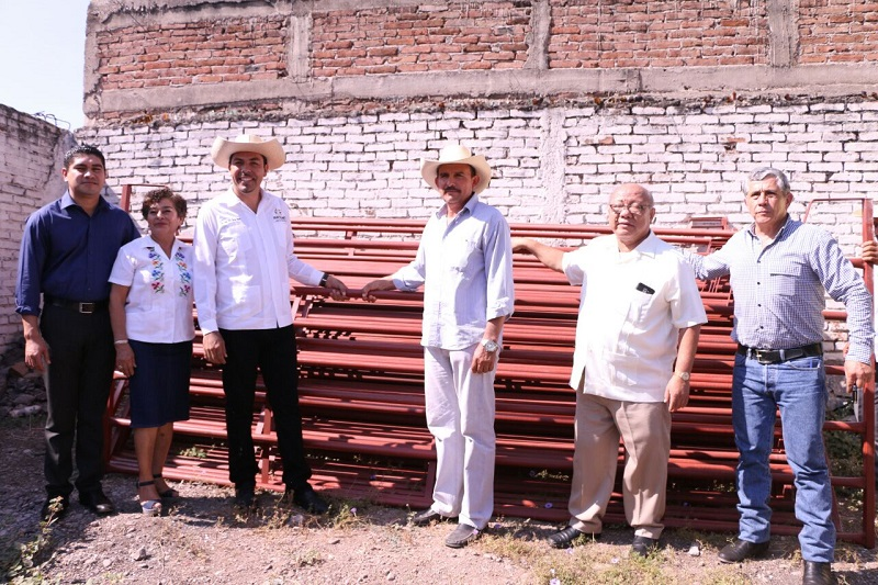 Gilberto Zarco señaló, ante los beneficiarios, que esta administración municipal desde el inicio con el doctor Elías Ibarra Torres ha priorizado a este sector