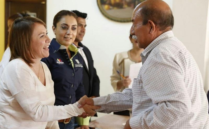 En su calidad de enlace del Gobierno del Estado con este municipio, la directora del DIF sostuvo este jueves encuentros con comerciantes y periodistas