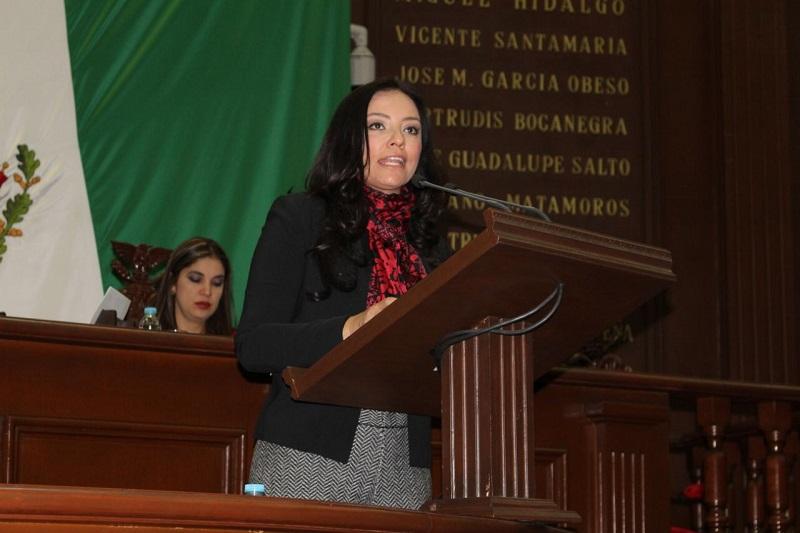 Hernández Íñiguez también subió al pleno la iniciativa que propone la conformación de Instituto de Crédito Educativo del Estado de Michoacán