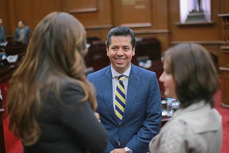 García Conejo subrayó que la bancada del PRD acompañará el paquete económico estatal propuesto al Congreso para 2018