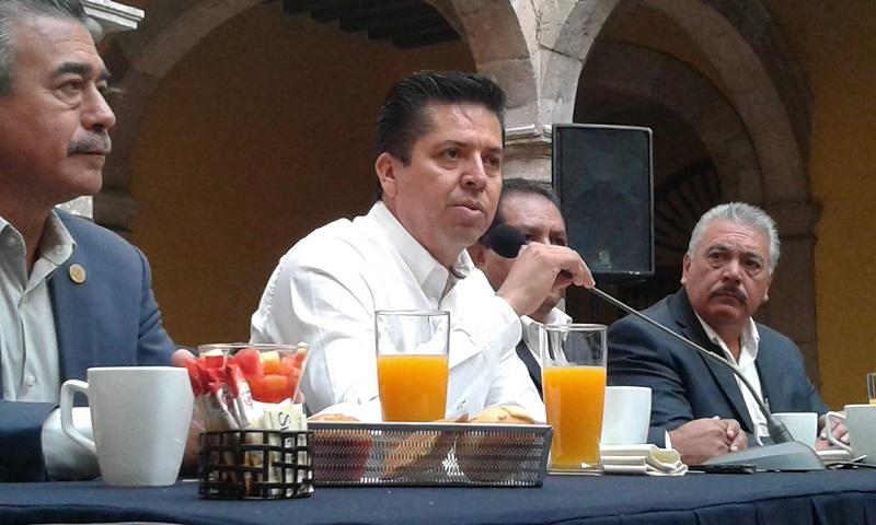 Con relación a sus aspiraciones, García Conejo indicó que no quiere nada más ser candidato, sino que quiere ser senador y desde esa posición dignificar el papel de los legisladores, que actualmente está muy mal visto por la población