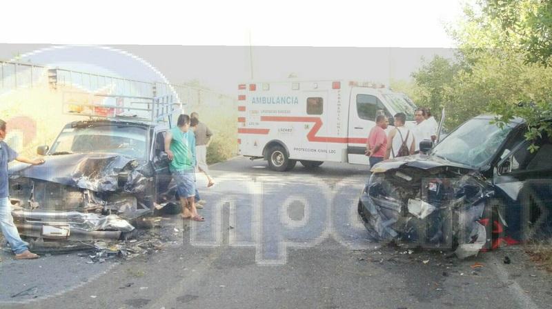 La vialidad Boulevard Playero fue cerrada por autoridades Estatales mientras realizaban el peritaje del accidente y retiraban las unidades a un corralón oficial