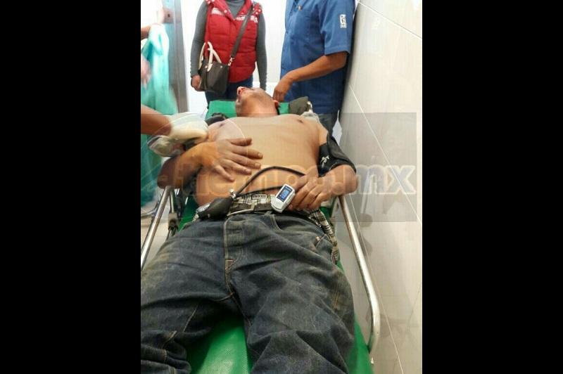 Al lugar de trasladaron unidades de la Policía Michoacán, así como una ambulancia de Rescate y Salvamento, confirmando los elementos que la persona presentaba un impacto a la altura del axila