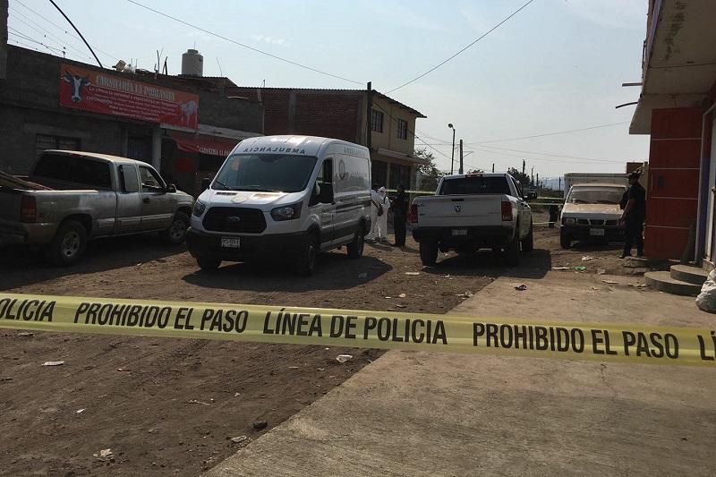 La mañana de hoy la víctima se encontraba en su domicilio, ubicado en la colonia San Martín, cuando el imputado la atacó con un machete y le generó varias lesiones, que ocasionaron que perdiera la vida