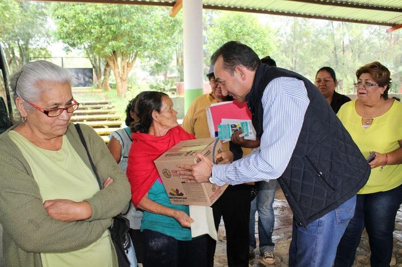 """""""Tenemos un objetivo claro, que es mantener los programas que han tenido un impacto positivo y reforzar otras vertientes que nos permitan que más michoacanas y michoacanos salgan de la condición de pobreza"""", dijo"""