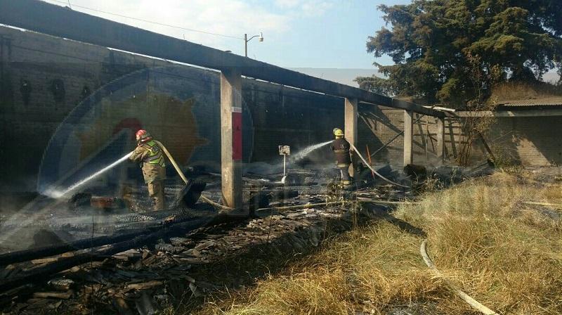 Resultaron afectados aproximadamente 1000 metros cuadrados dónde se encontraba almacenada madera de diversos tipos