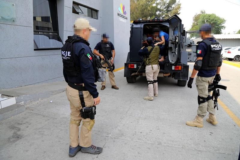 En el citado periodo se dio cumplimiento a 283 órdenes de aprehensión contra personas relacionadas en robo con violencia en sus diferentes modalidades, como vehículos, casa habitación y comercios