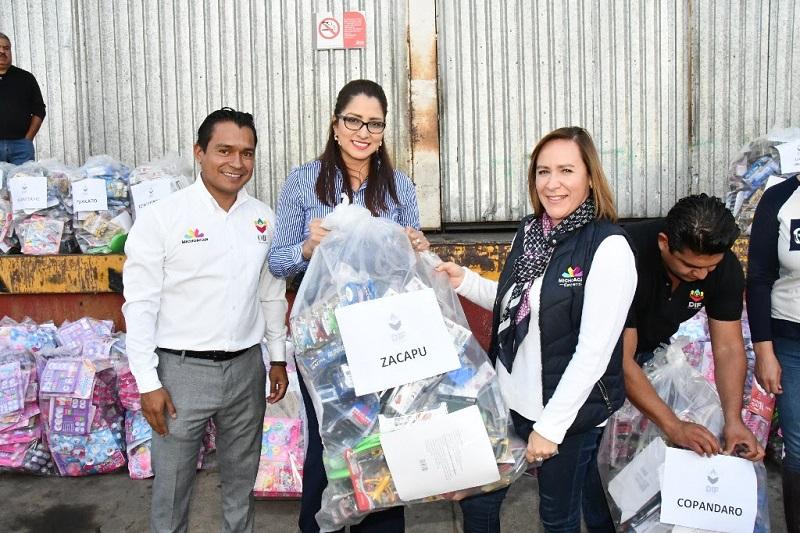 La directora general del Sistema DIF Michoacán, Rocío Beamonte, reiteró la invitación a la población a la Caravana de Día de Reyes que se realizará mañana sábado 6 de enero a partir de las 6 de la tarde