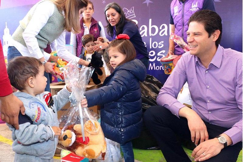 Cerca de 15 colonias y comunidades serán beneficiadas con esta colecta de juguetes, entre ellas: La Palmita, Jesús Romero Flores, Cerrito Itzicuaro, Prados Verde, Tiripetío, Umécuaro, Ciudad Jardín, Las Trojes, entre otras