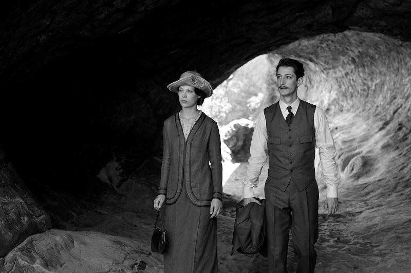 Frantz ofrece una notable construcción de personajes, enmarcados en una impecable recreación de época, es también un filme hábilmente construido y bellamente filmado