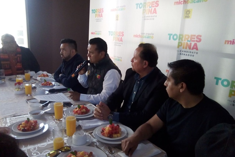 """Carlos Torres Piña señaló que entre las propuestas de """"Por México al Frente"""" destacan la revisión de la reforma energética y la reforma educativa"""