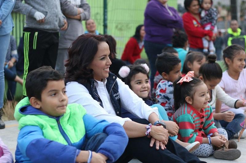 Villanueva Cano, explicó que un gran número de estudiantes con discapacidad, tienen la posibilidad de asistir a centros escolares al igual que los demás alumnos, por lo que no habría de existir un trato diferente o impedirles continuar sus estudios