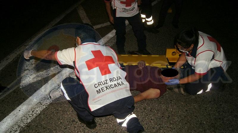 """El incidente se registró en el kilómetro 307+300 de la Autopista Siglo XXI bajo el puente conocido como """"El Trébol"""", cuando el camión de mudanza foránea proveniente de la ciudad de Morelia circulaba sobre dicha vía"""