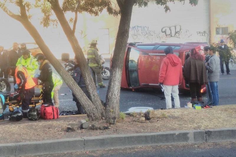 El accidente se registró en los carriles centrales, a la altura de la antigua Comercial Mexicana, con dirección hacia el Centro Histórico