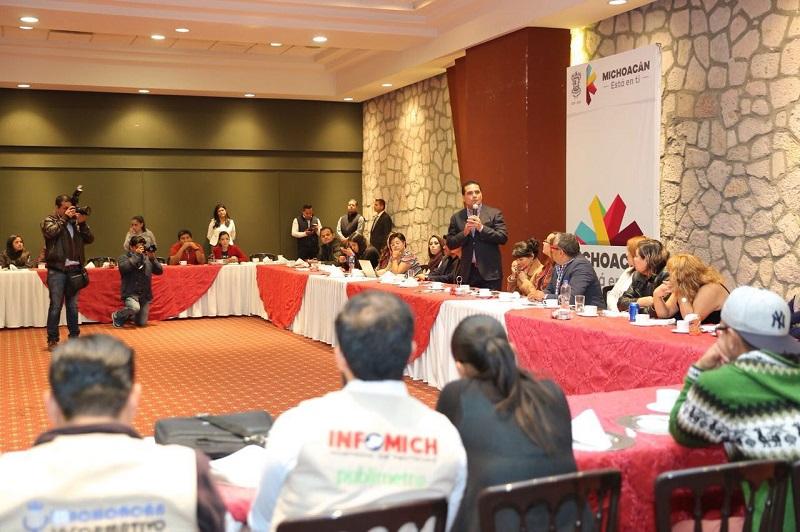 La titular de la CGCS, Julieta López, destaca el profesionalismo de los comunicadores y periodistas de esta fuente, quienes en 2017 cubrieron más de mil 50 actividades del mandatario michoacano
