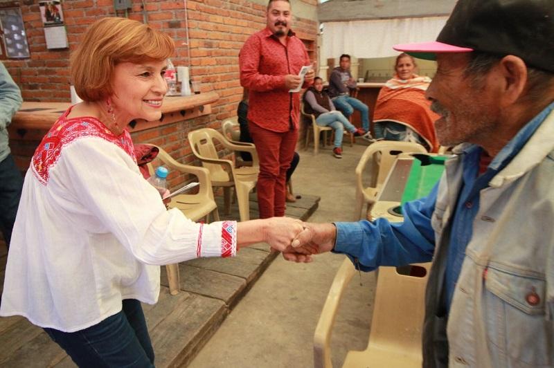 En una reunión con gente de Morena en Paracho, liderados por Juan Carlos Silva Serafín, Eliseo Machete, Juana Serrano, entre otros, Blanca Estela Piña señaló que están incluidos en el proyecto alternativo de Andrés Manuel López Obrador
