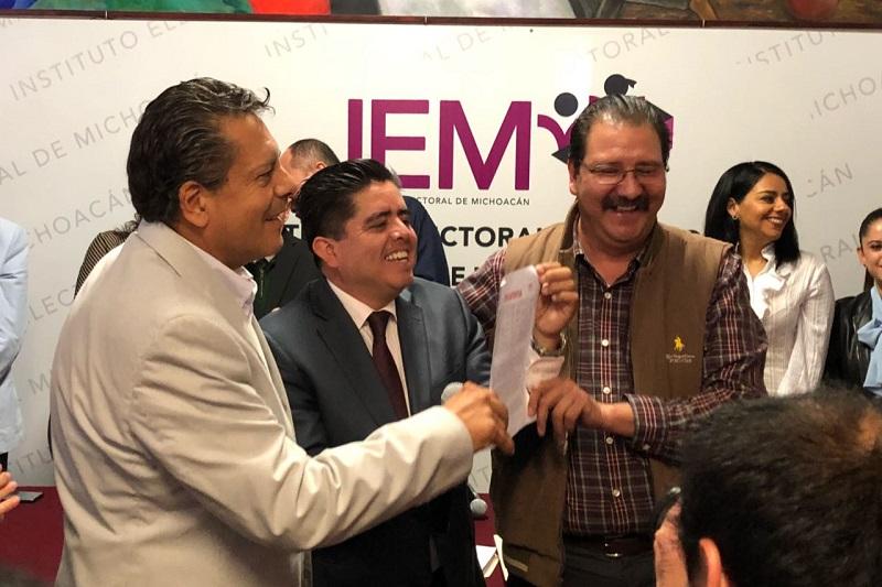 En el evento estuvieron presentes figuras representativas de los tres institutos políticos, además del líder de Morena en Michoacán, Roberto Pantoja Arzola y del PES, Javier Valdespino García