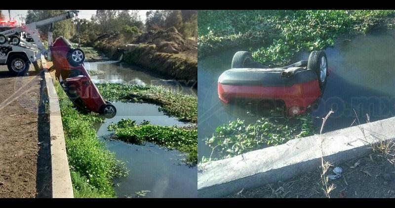 Al lugar acudieron elementos de la Policía Michoacán, los cuales confirmaron la información y solicitaron apoyo con una grúa y paramédicos, ya que se encontraba una persona en el interior del vehículo Volkswagen tipo Bora, de color guinda
