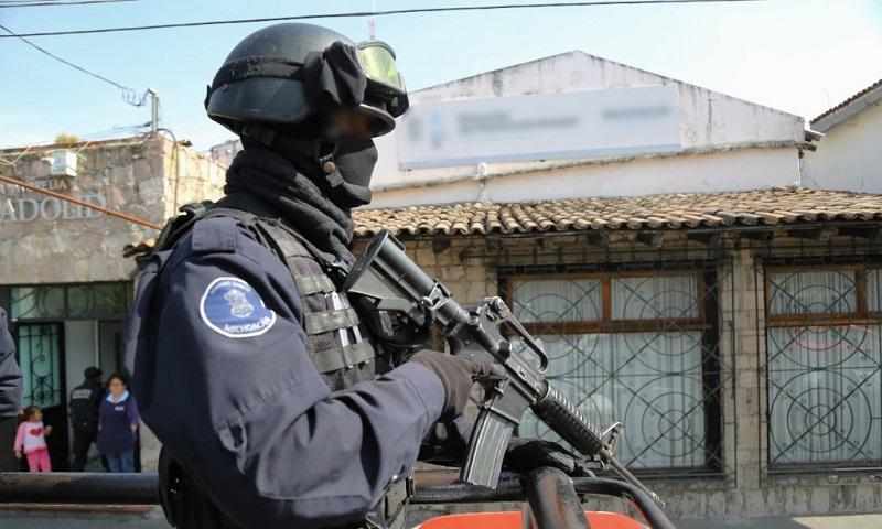 Esta estrategia se reforzó en las regiones de Tierra Caliente y Costa, dando seguimiento a la estrategia de combate frontal a la delincuencia al buscar y detener a personas armadas y/o en comisión de delitos del fuero común y federal