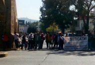 Los manifestantes accedieron a replegarse hasta que una comisión de representantes fue recibida en la Secretaría de Finanzas y Administración