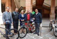 En la entrega estuvieron presentes los diputados Wilfrido Lázaro Medina (PRI) y Daniel Moncada (Movimiento Ciudadano)