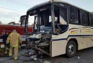 El conductor fue identificado como Luis E., de 51 años de edad, quien fue trasladado al IMSS de Uruapan para recibir atención médica