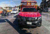 Testigos indicaron que la camioneta Nissan roja circulaba con dirección de Jungapeo a Zitácuaro en un momento determinado la Nissan Gris trató de retornar en el puente sin las debidas precauciones, lo que provocó que se impactaran para posteriormente chocar contra el Jeep